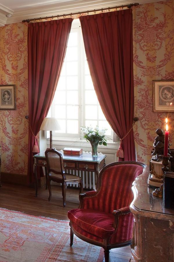 De Luxe La Bedoyère Bedroom