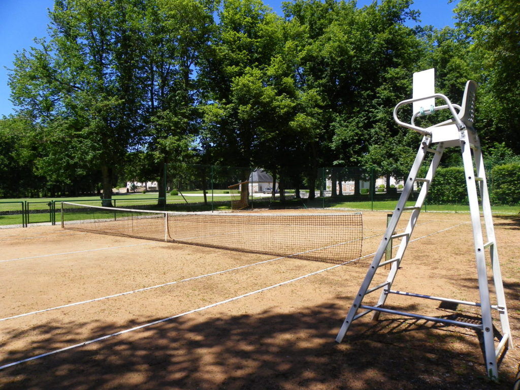 Clay tennis court of the castle of Bourron